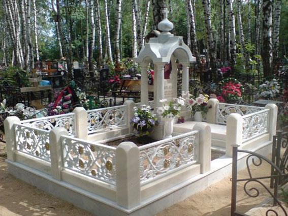 Мраморный памятник - памятный мемориал