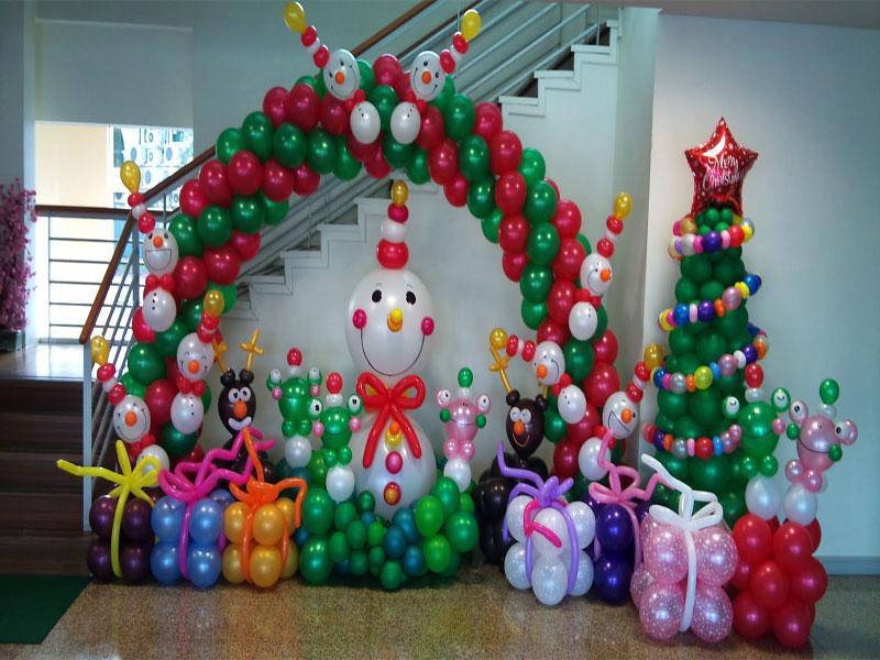 Гирлянды из шаров на Новый год