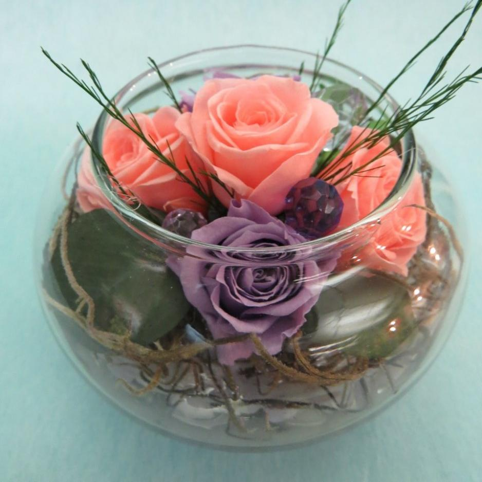 цветов стабилизированных букет в круглой вазе