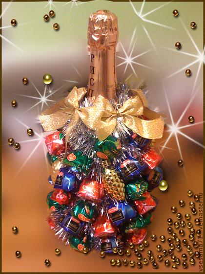 Ёлка своими руками из конфет на бутылке