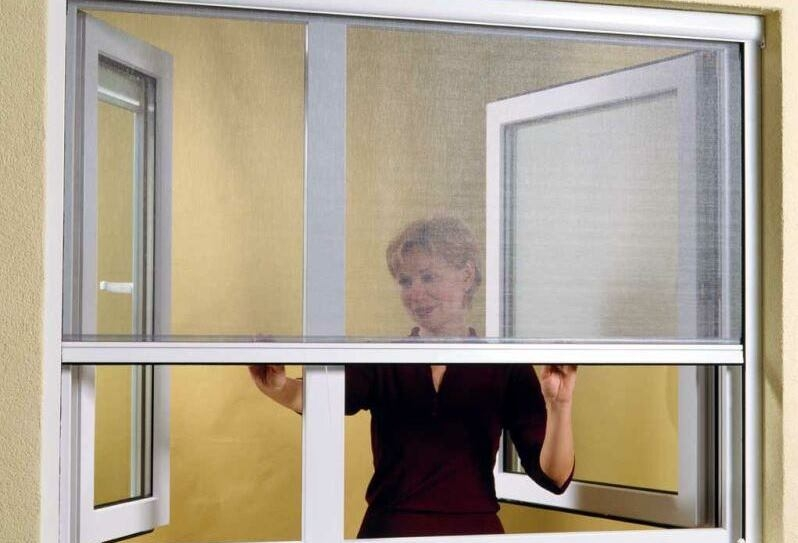 Нужна ли москитная сетка на окно