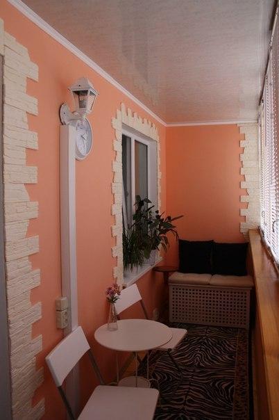 Розовый балкон с искусственным камнем фото.