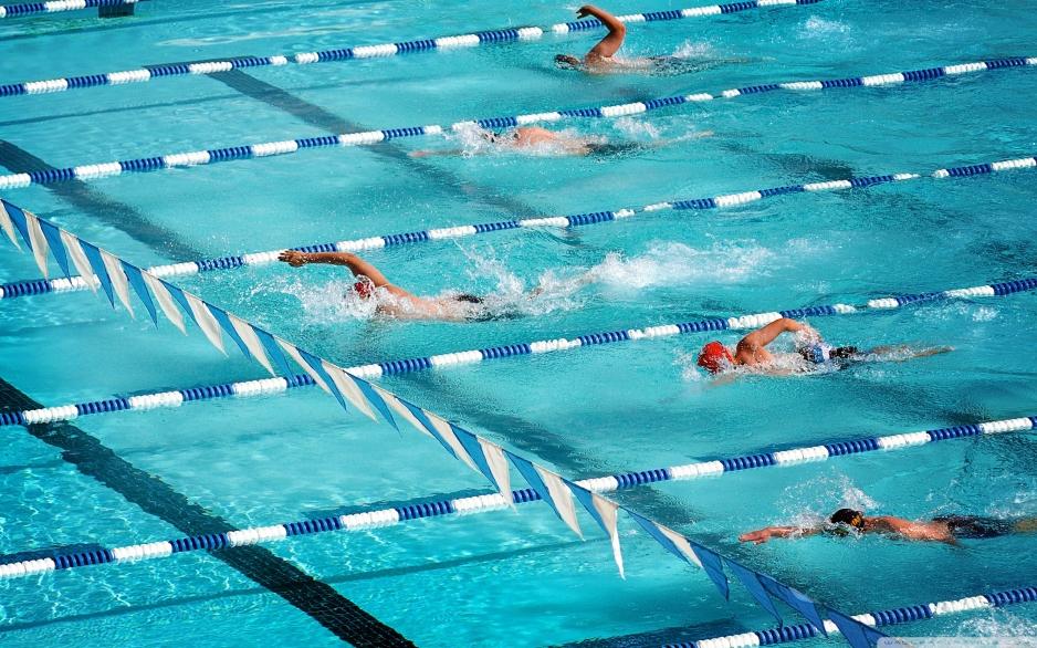 Свободное плавание в бассейне