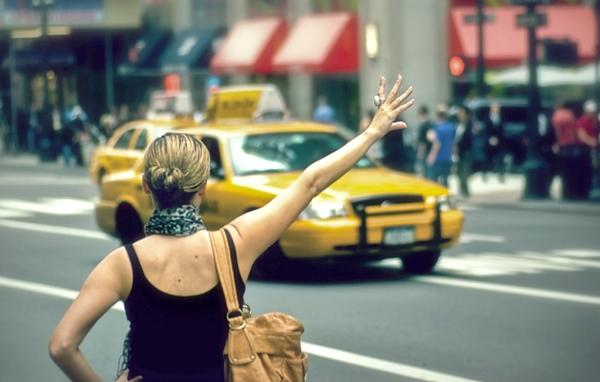 Профессиональное фото девушка в такси