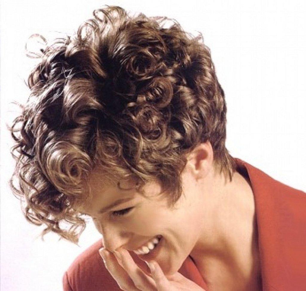 Причёски с завивкой на короткие волосы