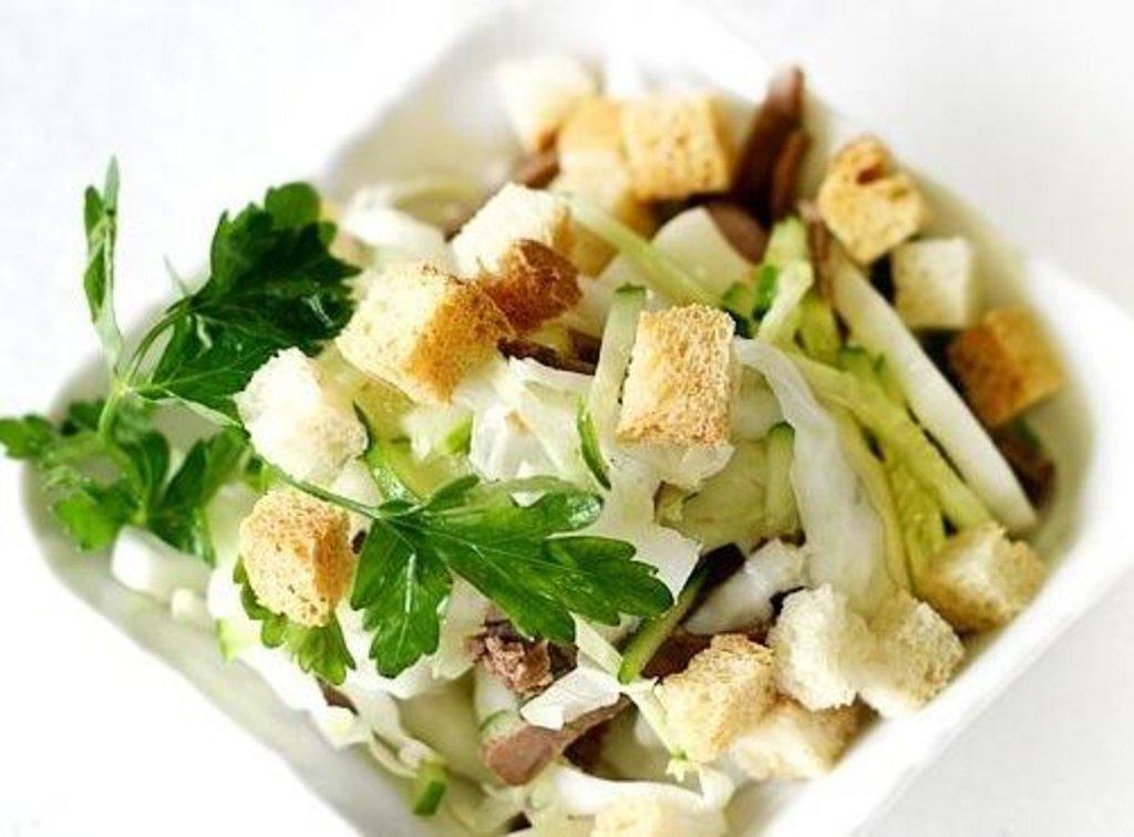 Вкусный салат с сухариками и пекинской капустой рецепт с