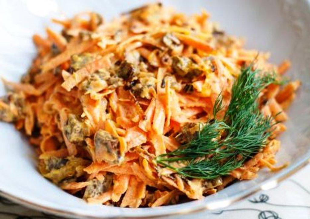Обжорка с корейской морковкой и колбасой