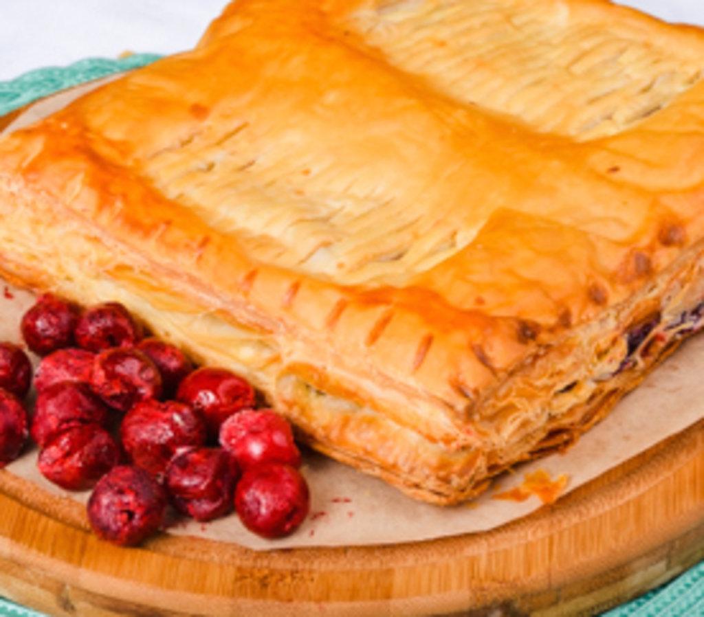 Вишнёвый слоеный пирог рецепт