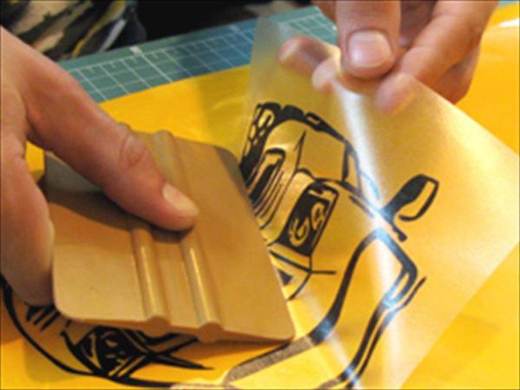 фирмы как наклеить наклейку на стекло добавлением шерсти или