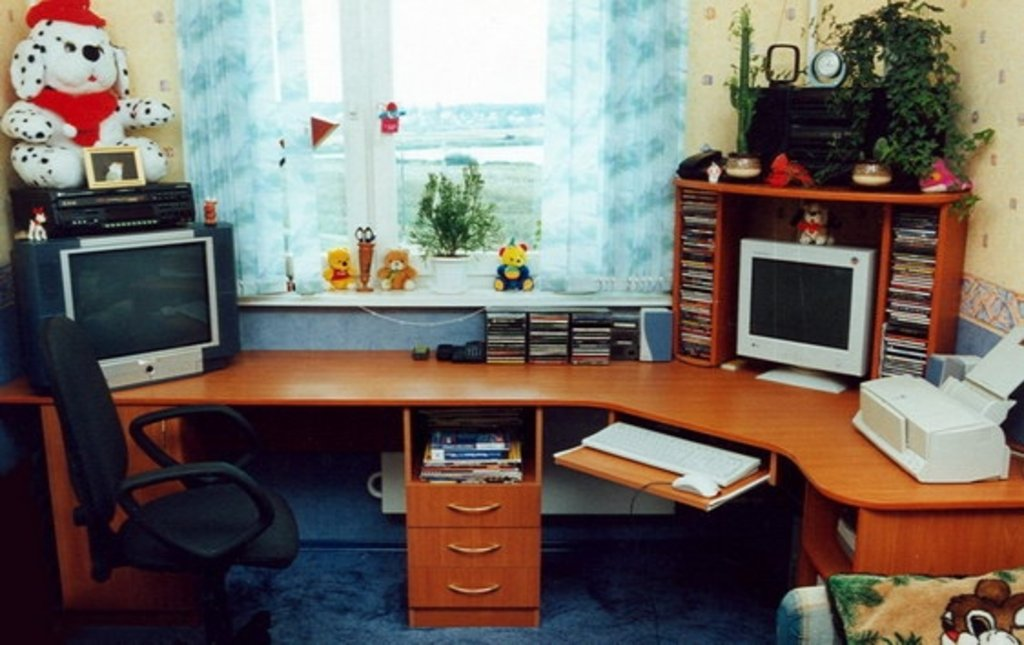 "Компьютерные столы - студия мебели ""саян""."