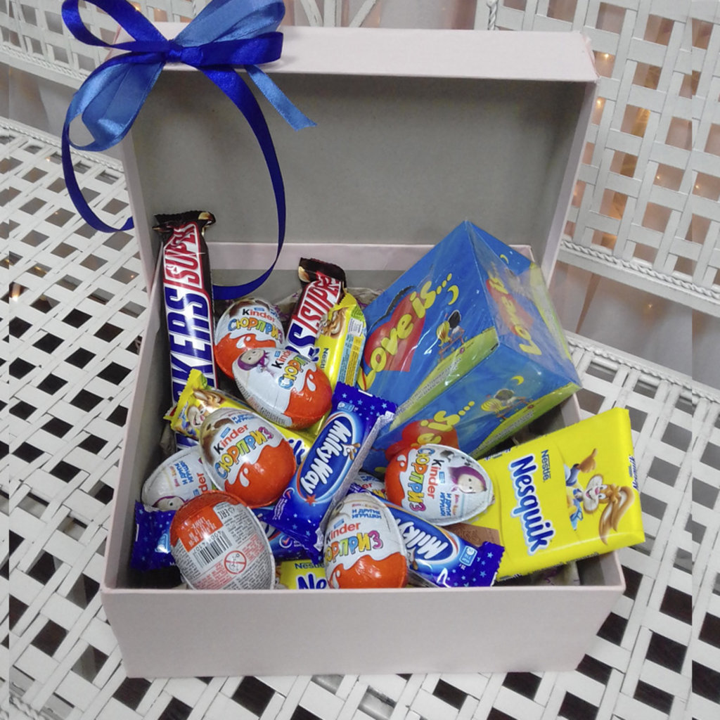 Подарок любимому со сладостями фото