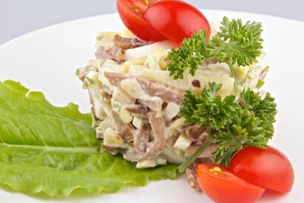 Новые рецепты в этом разделе: праздничный салат с языком.