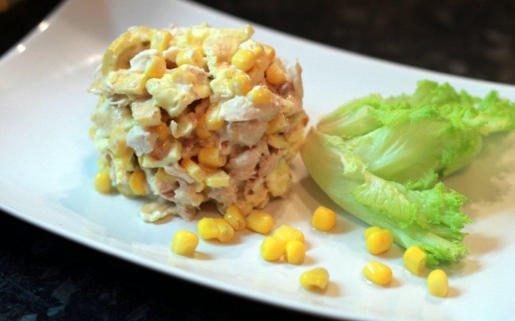 Салат с курицей и блинами из яиц рецепт