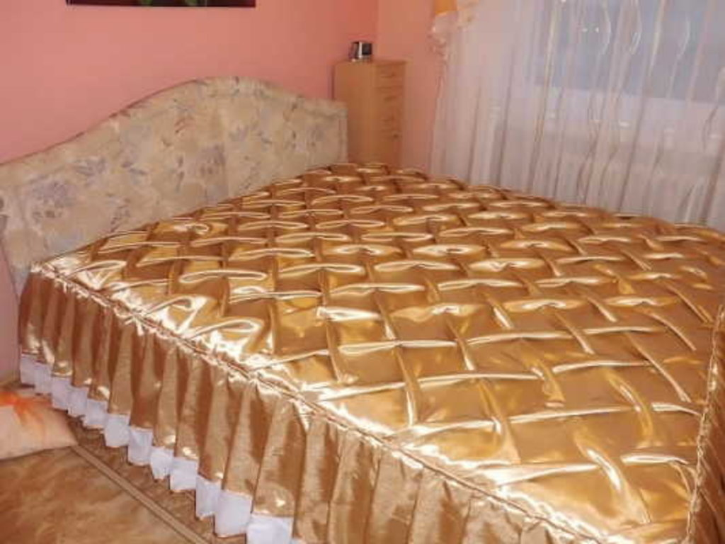 Как сшить покрывало с оборкой на кровать 918