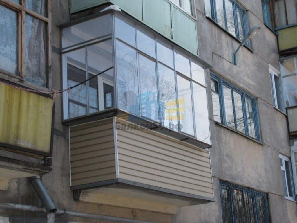 Остекление балкона алюминиевым распашным..
