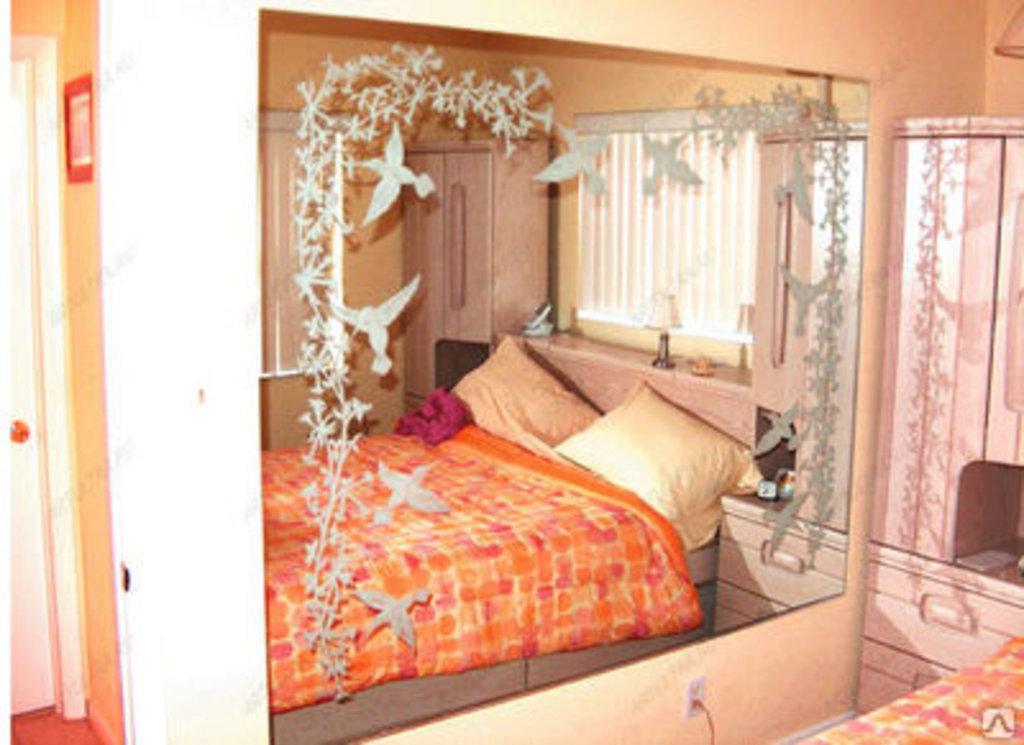 как быть если шкаф с зеркалом стоит напротив кровати