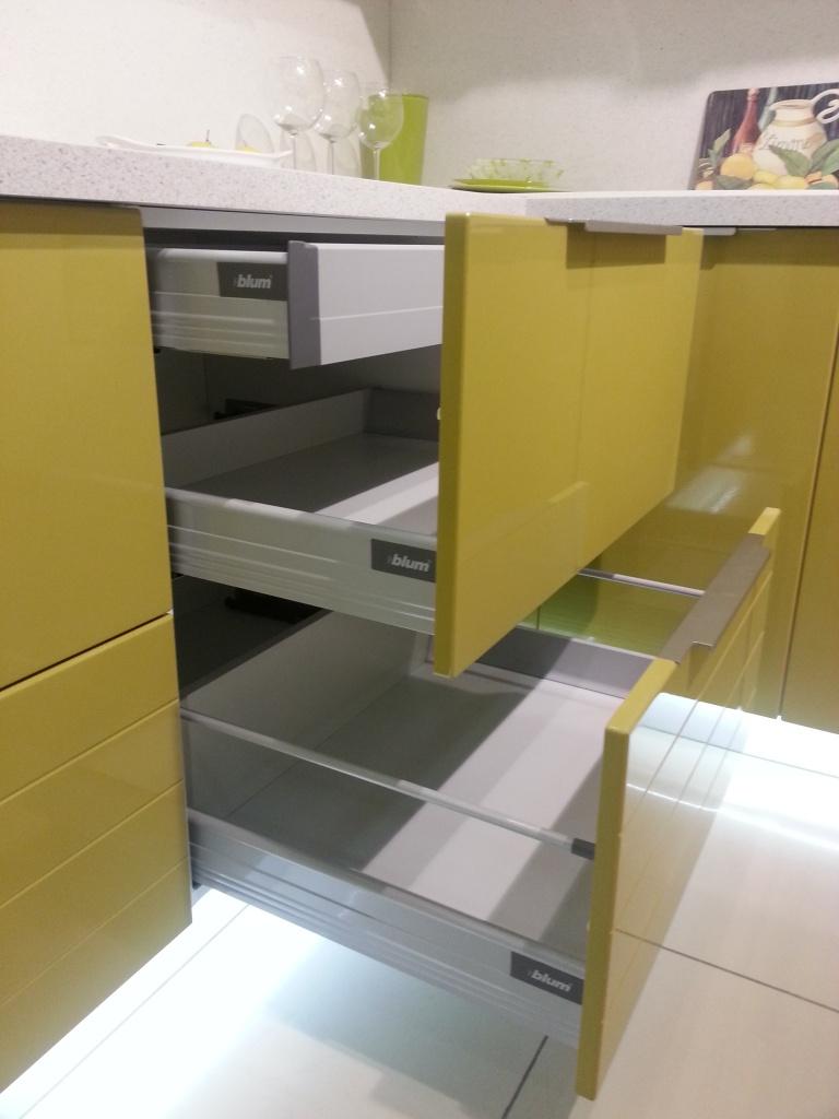 витринные образцы мебели купить