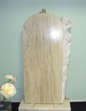 Мраморный памятник фигурный с резьбой