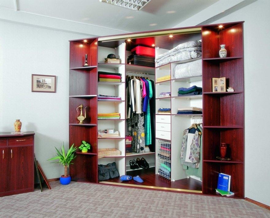 Гардеробная и гардеробный шкаф - удобные системы для хранени.