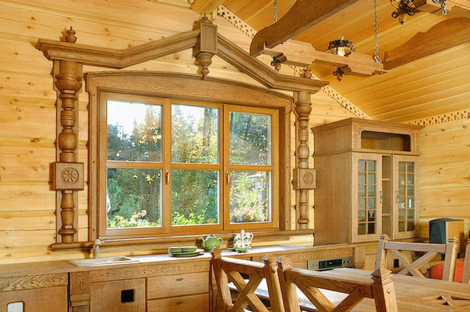 Как оформить окна в деревянном доме