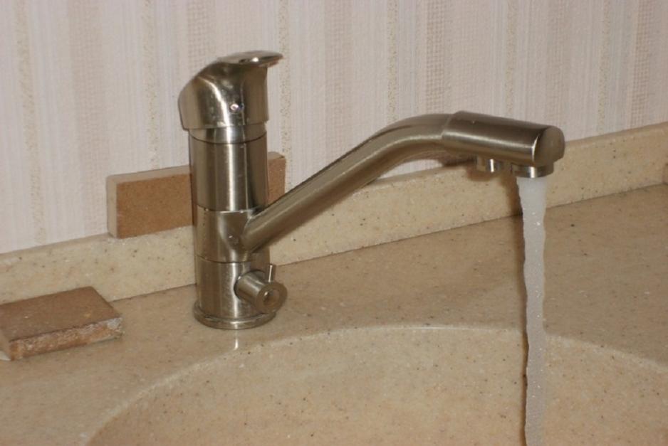 установка смесителя в ванной в Красноярске