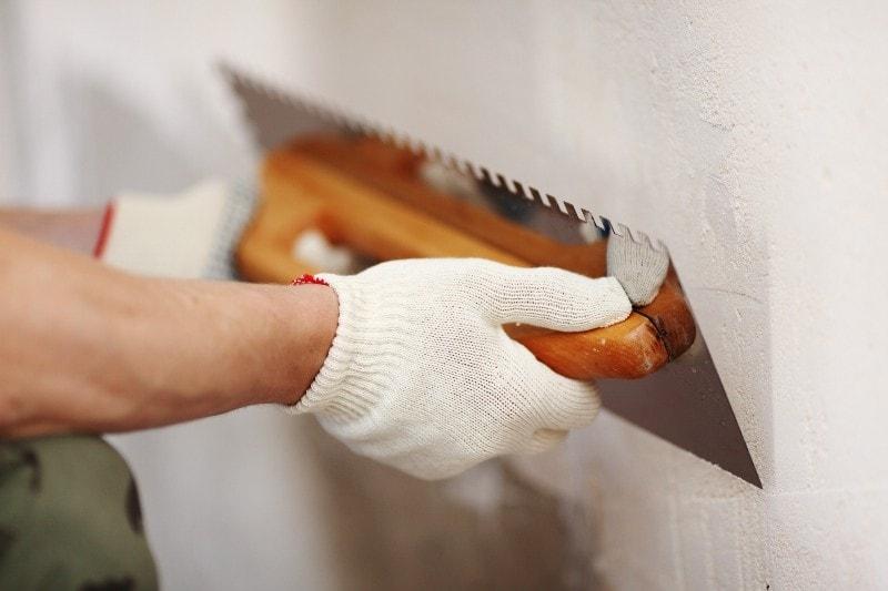 выравнивание стен штукатуркой в Красноярске