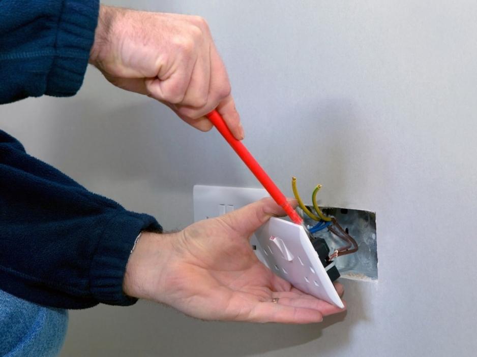 Закрепить электропроводку