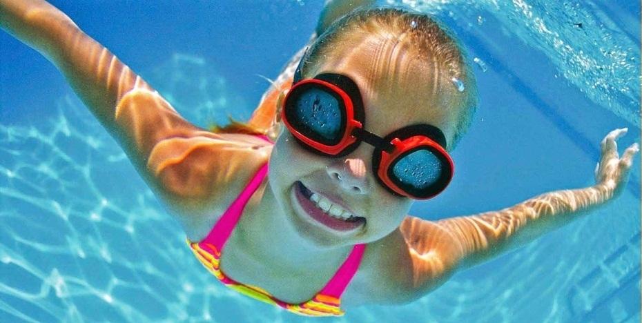 Плавание в детском бассейне