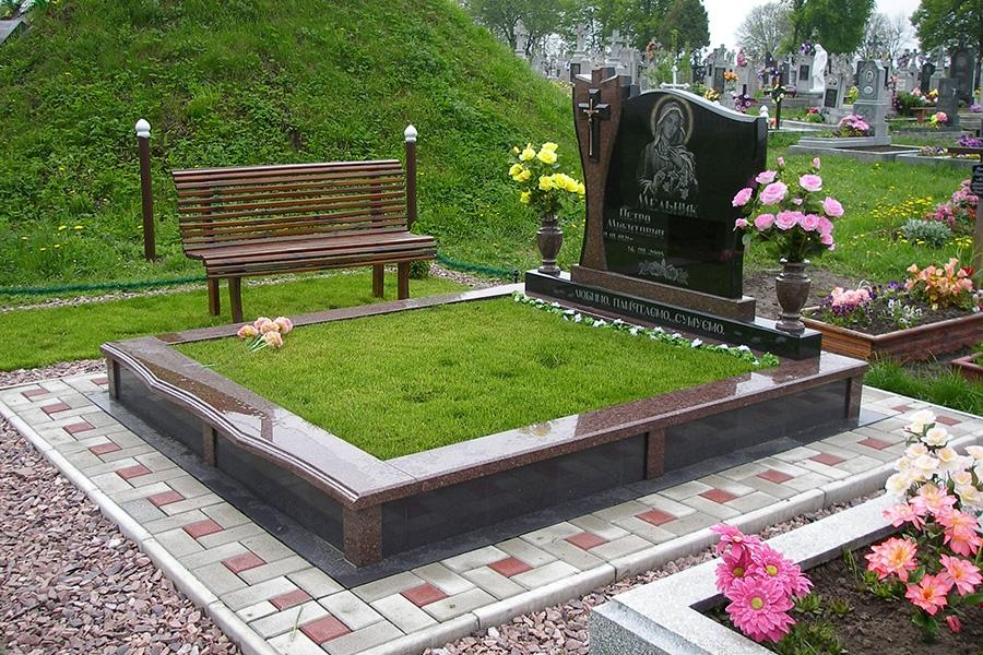 Благоустройство могил в Череповце