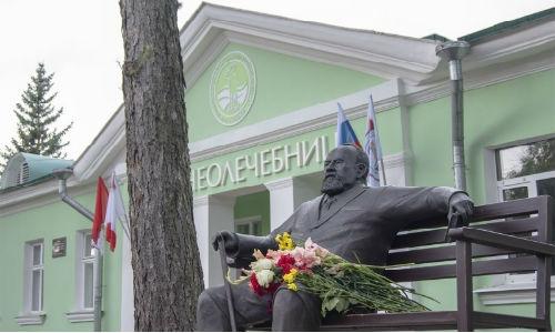 Памятник Лебедеву В.В.