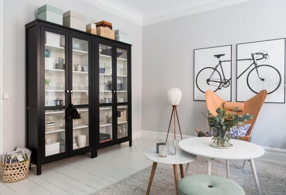 Шкаф витрина на кухне