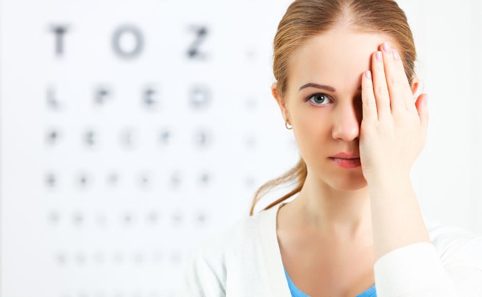 Осмотр врача офтальмолога