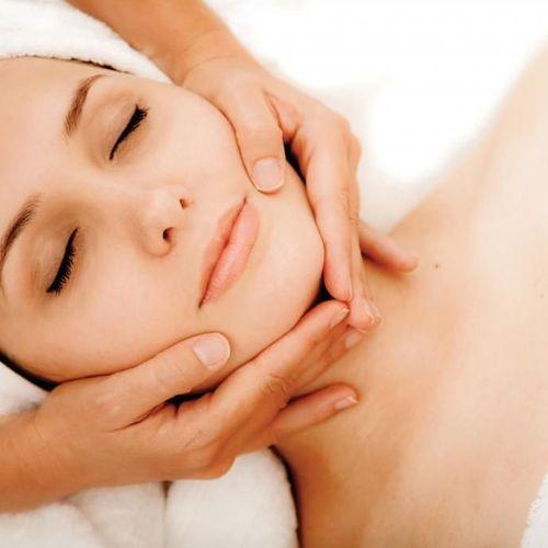 массаж лица у косметолога