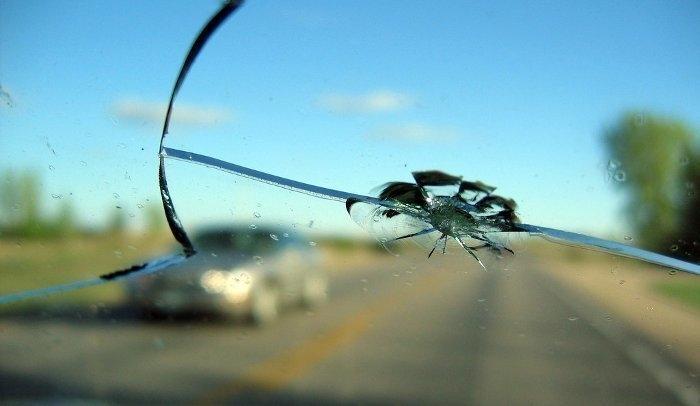 трещины на лобовом стекле