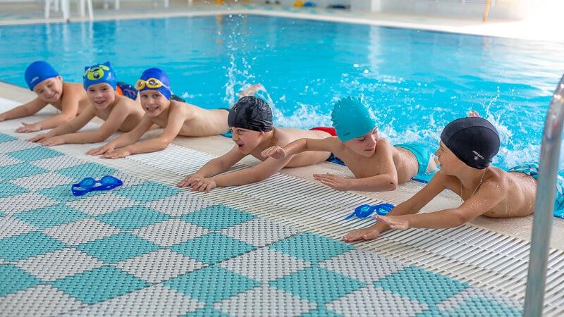 Группы продленного дня для детей в бассейне
