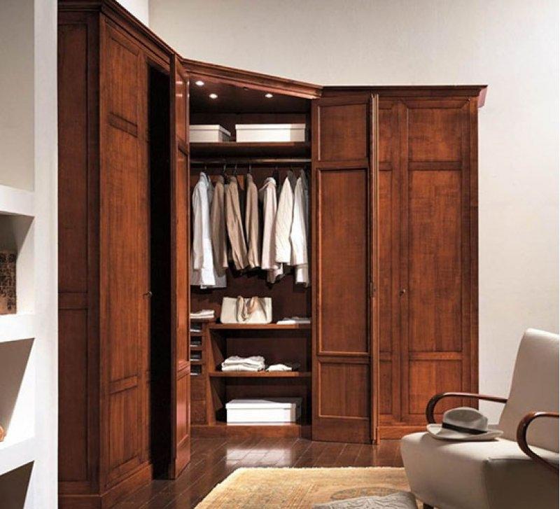 Шкаф для одежды из массива дерева
