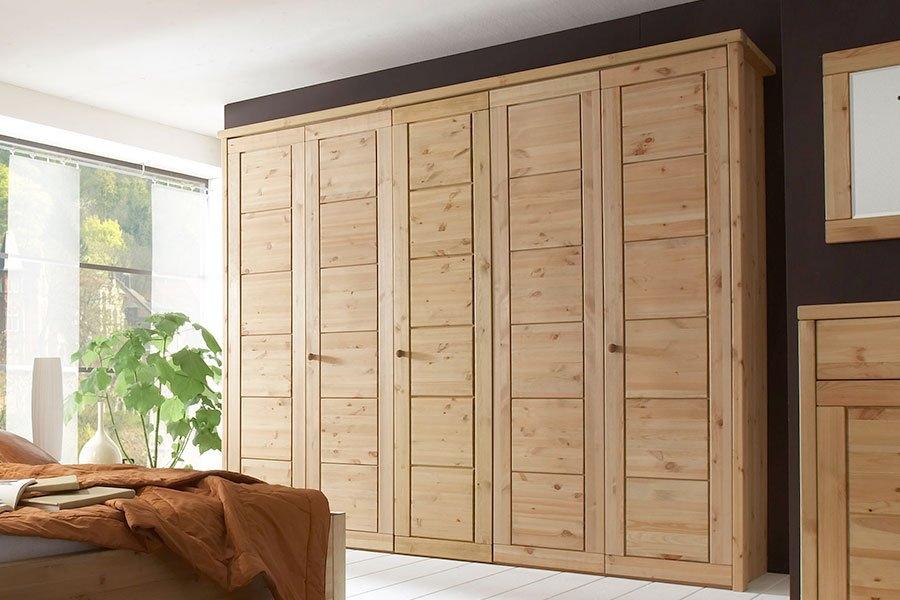 шкаф из массива дерева